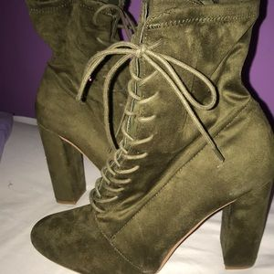 Steve Madden hunter Green lace up ankles booties